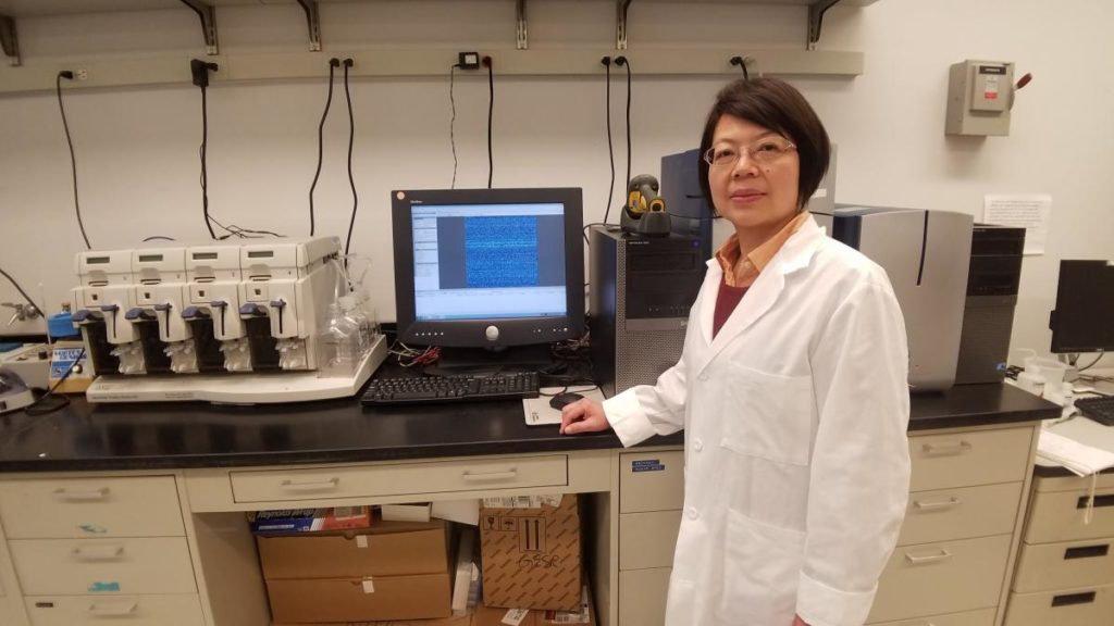 Affymetrix with female researcher